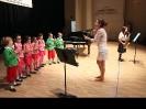 Coro de Iniciación acompañando al Saxo.